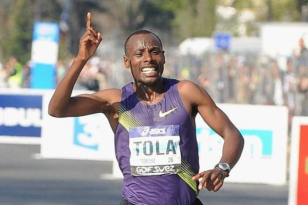 Tadesse Tola improves all the way to 2:06:23 to take the 2010 Paris Marathon (Getty Images)