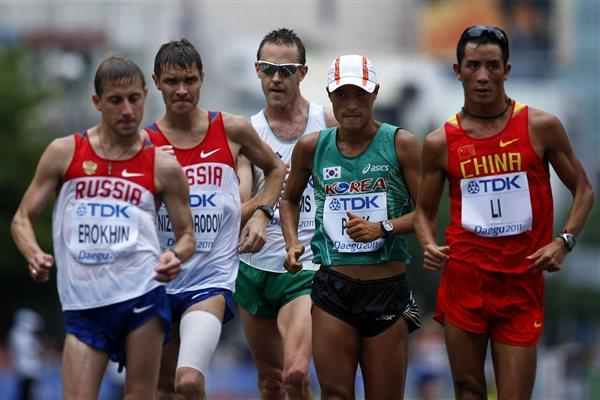 (L-R) Igor Erokhin of Russia, Denis Nizhegorodov of Russia, Luke Adams of Australia, Chil-sung Park of South Korea and Jianbo Li of China compete in the men's 50km race walk during day eight (Getty Images)