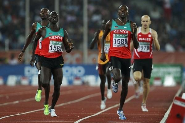Boaz Lalang (r) leads a Commonwealth 800m sweep for Kenya (Getty Images)