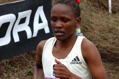 Zakia Mrisho (TAN) leads the 2004 Cinque Mulini (Lorenzo Sampaolo)