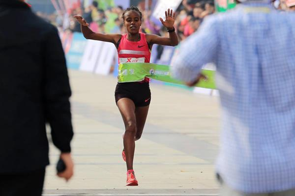 Mare Dibaba winning at the 2014 Xiamen International Marathon (Organisers)