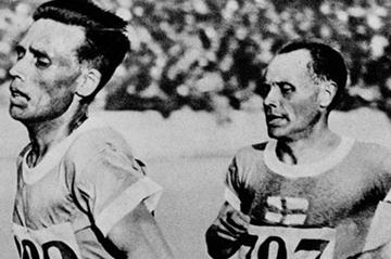 Vilho Ritola leads Paavo Nurmi in the 5000m at the 1928 Amsterdam Olympics (Getty Images)