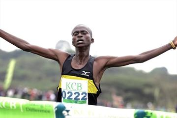 Paul Tanui on his way to winning the senior men's 12km race at the KCB/Athletics Kenya National Cross Country Championships at the Uhuru Gardens in Nairobi (Mohammed Amin/Daily Nation)