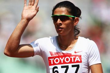Ana Guevara of Mexico salutes the crowd after advancing to the 400m semi-finals (Getty Images)
