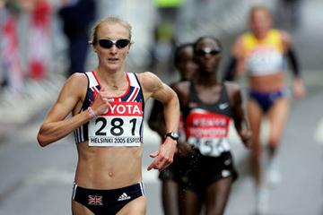 Paula Radcliffe breaks away from the field in the women's marathon (Getty Images)