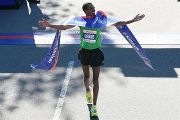 Running in his marathon debut Gebre Gebremariam takes the victory in New York (Getty Images)