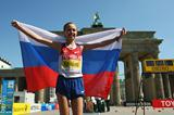 Olga Kaniskina of Russia celebrates retaining her 20km Race Walk World title (Getty Images)