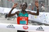 Edna Kiplagat times it right to win the EDP Lisbon Half Marathon (Victah Sailor)