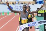 Vincent Kipruto wins the Lake Biwa Marathon (Victah Sailor)