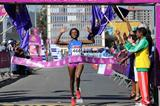 Aberu Kebede winning the 2012 Great Ethiopian Run (Jiro Mochizuki)
